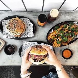 Dengan pilihan daging beef dan pork berkualitas premium serta bumbu yang 100% homemade membuat tekstur burger racikan mereka lumer di lidah. Menu Boss Man menyediakan enam varian burger (Favorit kami adalah Original Gangster) serta tak ketinggalan berbagai side dish kentang goreng dengan varian rasa.