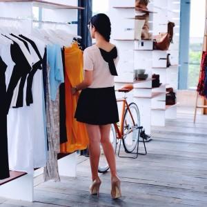 Setiap sudut ruangan di BURO terlihat stylish dan elegan dengan di dominasi oleh warna putih bersih dan material kayu yang natural. Itulah sebabnya tempat ini ramai di kunjungi oleh instagram addict untuk mendapatkan foto-foto yang cantik.