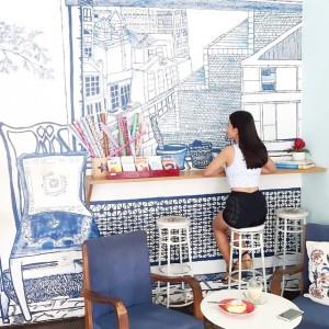 Satu lagi hal yang menarik dari Butter Cake & Coffee adalah desain interiornya yang kreatif dan terkesan klasik. Kombinasi warna china blue dan warna warna pastel, di tambah dengan ilustrasi cantik menghiasi sisi-sisi tembok. saya yakin jika kalian adalah Instagram-addict, kalian pasti menikmati mengambil selfie di sini!