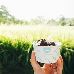 Varian rasanya tidak sebanyak kompetitornya, namun dari segi cita rasa keduanya cukup bersaing. Cita rasa gelatonya tidak terlalu manis dan kelembutan teksturnya akan memanjakan lidah kita. Mereka juga menggunakan buah-buahan segar dan bahan organik lokal untuk memperkaya cita rasa Gelatonya.