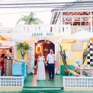 Dari luar, Motel Mexicola sudah terlihat memiliki dekor yang sangat unik, berbeda dengan cafe di Bali pada umumnya.